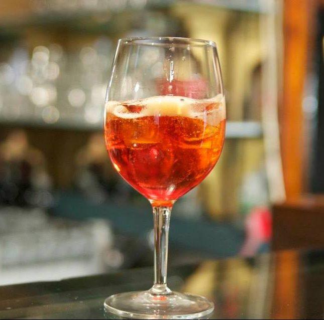 Ricetta Aperol Spritz Con Vino Bianco.Lo Spritz Veneziano Cantina Do Spade